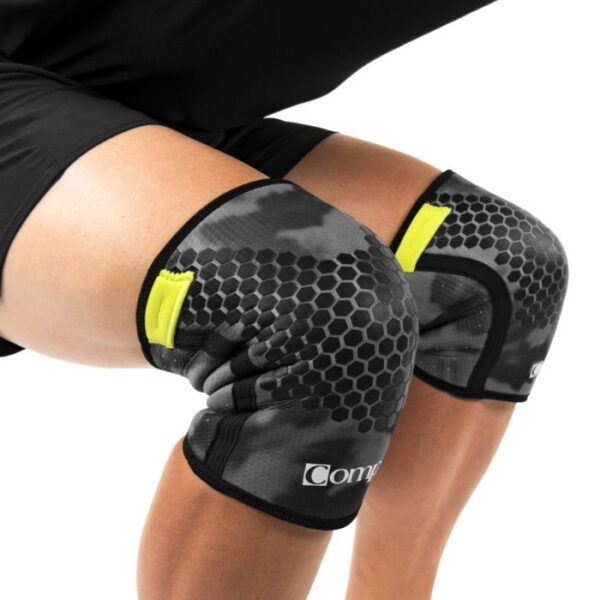 compex-5mm-knee-camo-on-person-squat_3_4-1400x1400_1_1
