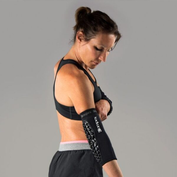 compex-defender-elbow-on-person-2-3_4-1400x1400_1_1